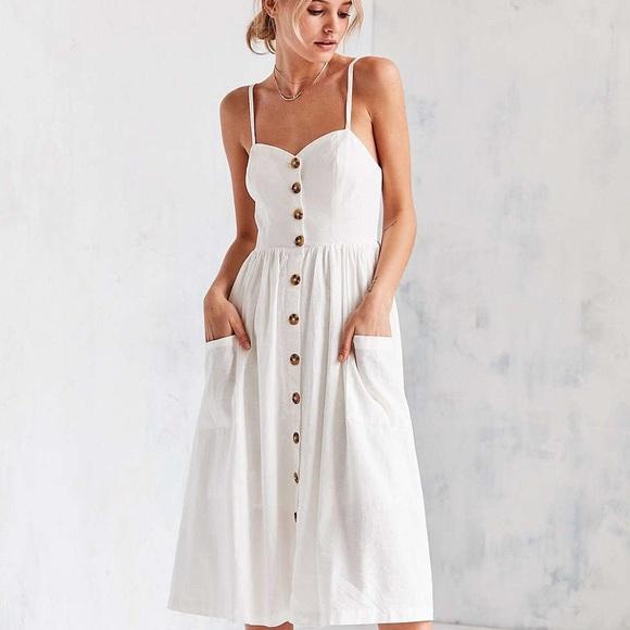 8ac173ff6f Urban Outfitters Cooperative Emilia Midi Dress. M 5bde43eeaa57190cbcfe87b6